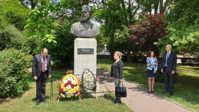 Dozens of Dimitrovgrad residents paid tribute to Botev and those who died for the Freedom of Bulgaria