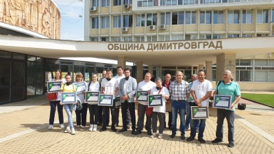 The Mayor Mr. Ivo Dimov presented diplomas for the volunteers as a public recognition of their activities